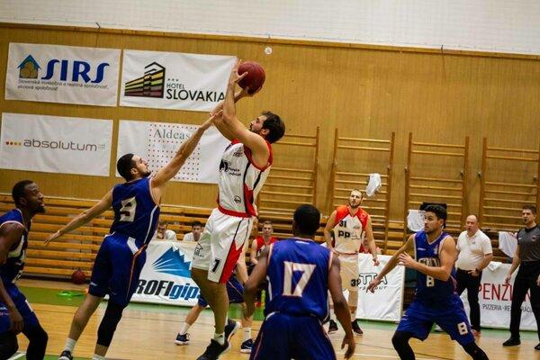 Rajskí basketbalisti vybojovali cenný triumf nad Spišiakmi.