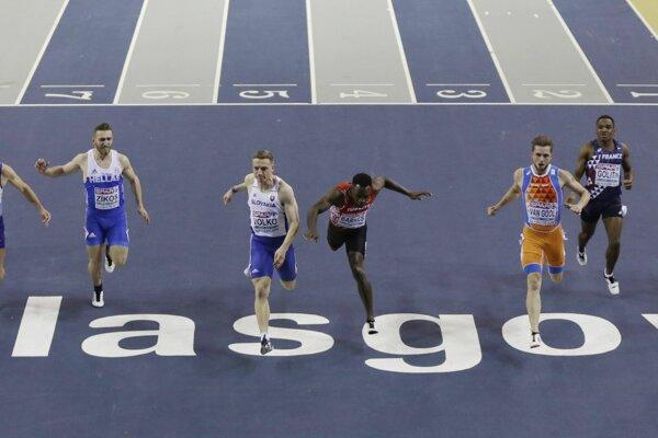 Slovenský šprintér Ján Volko (vľavo v strede) po víťazstve vo finále šprintu na 60 metrov na halových majstrovstvách Európy v atletike v Glasgowe.