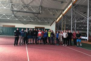 Účastníci tenisového turnaja v Malej Ide.