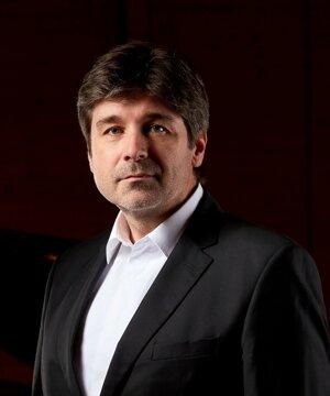 Klavirista Daniel Buranovský.