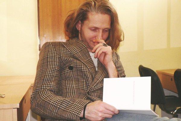 V prvej zbierke Miloša Kusendu je zhruba 30 básní.
