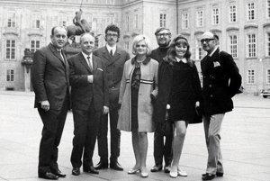 Hudobníci a skladatelia v roku 1968. V strede je Marcela Laiferová, po jej ľavici stojí Pavol Hammel.