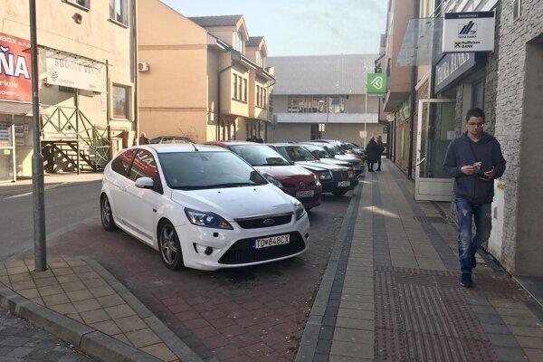 V centre sú ešte miesta, kde sa dá zaparkovať zadarmo. Ich počet sa však tento rok výrazne zníži.