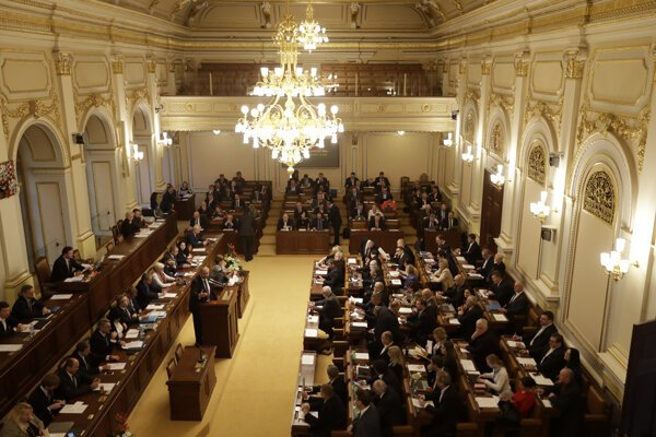 Rokovacia sála českej Poslaneckej snemovne.