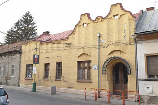 Na snímke secesná vila na Jókaiho ulici v Lučenci, ktorú chce miestna samospráva zrekonštruovať,