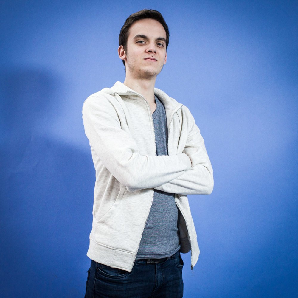 Marek, 20 rokov, študent, Stupava. Voliť nepôjdem. Nenašiel som nikoho, o kom si myslím, že by dokázal poraziť tých, ktorí sú tam teraz. A môj hlas by nepomohol žiadnej inej strane voľby vyhrať.
