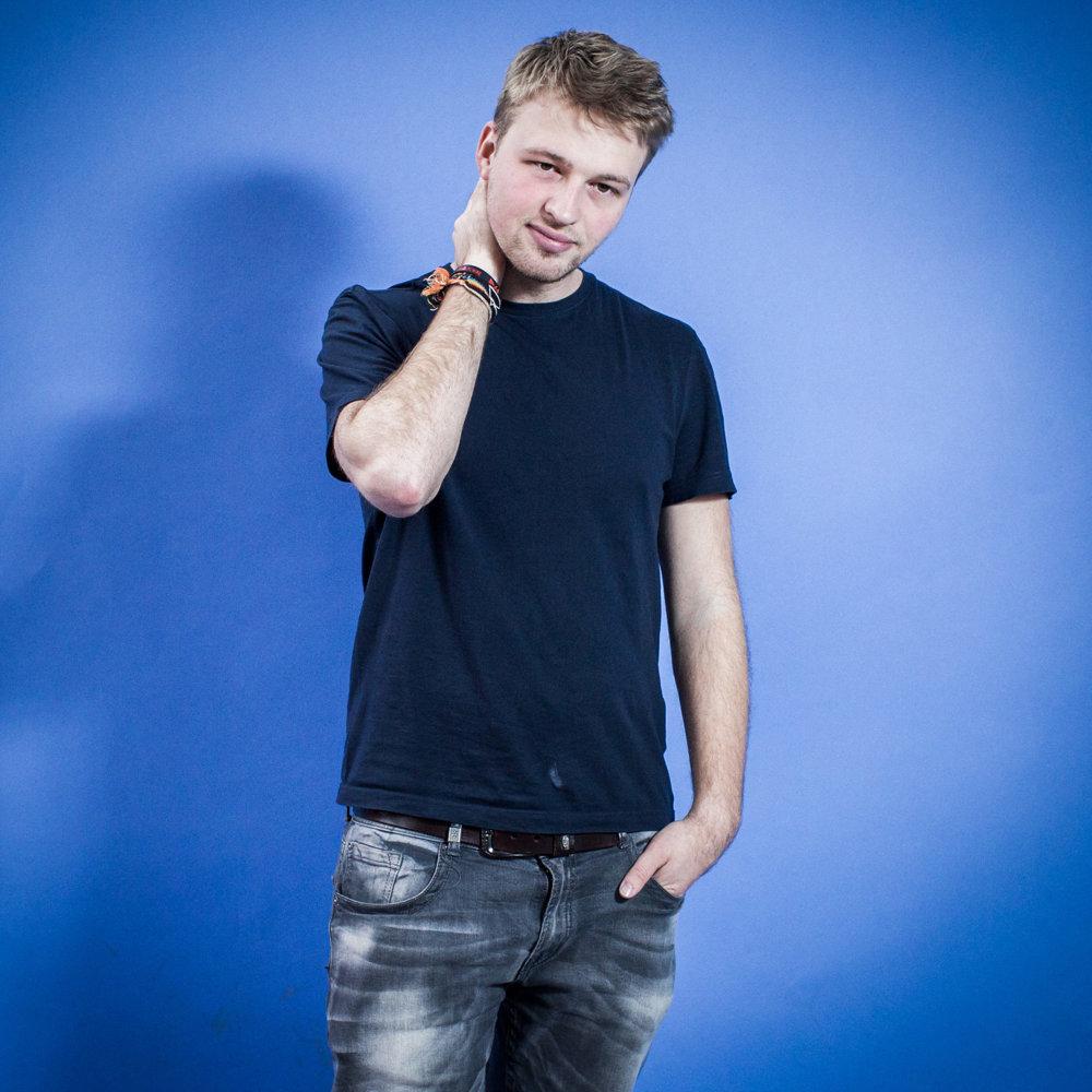Oliver, 20 rokov, študent, Bratislava. Voľby sú jediná možnosť, kedy sa dá zasiahnuť do politického života nejakým priamym spôsobom. Môj hlas ako samostatný je slabý, ale viem o veľa ľuďoch, ktorí rozmýšľajú rovnako ako ja.