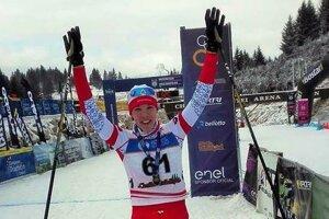 Zuzana Michaličková v cieli zimných triatlonových pretekov.