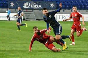 Stretnutie rozhodol stopér Dávid Berežný (v červenom).