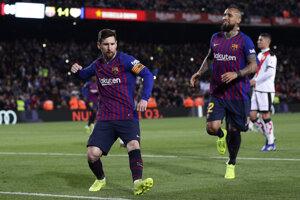 Lionel Messi (vľavo) a Arturo Vidal.
