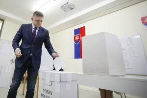 Premiér Fico odvolil na Základnej škole Alexandra Dubčeka.
