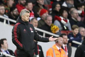 Tréner Manchestru United Ole Gunnar Solskjaer a jeho reakcia počas zápasu s Arsenalom Londýn.