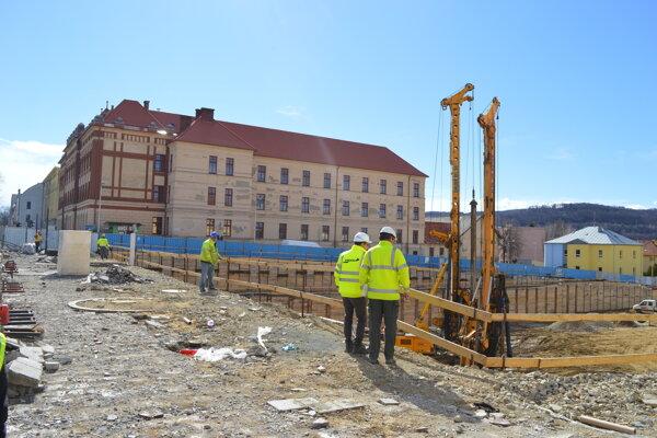 Začiatok výstavby OC Forum.