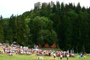 Amfiteáter žil detským folklórnym festivalom. Foto z roku 2011