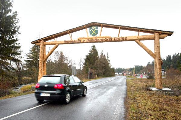 Do Demänovskej doliny vedie jediná cesta.