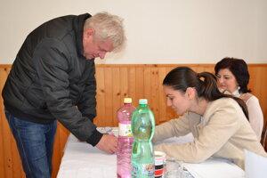 Voliť prišiel aj Milan Kuruc, riaditeľ Technických služieb mesta Humenné.