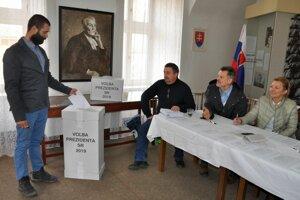 Vo Vyšnom Kubíne je volebná miestnosť v historickom kaštieli.