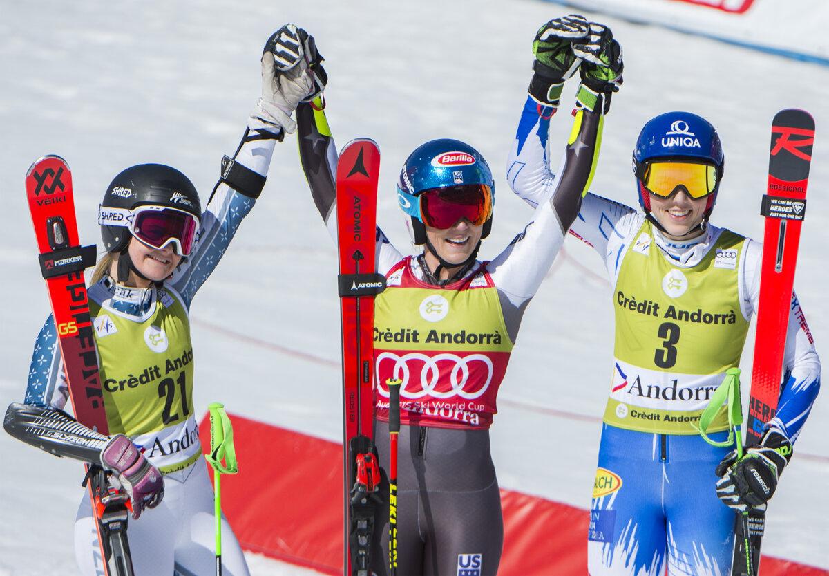 2402ca307 Na snímke slovenská lyžiarka Petra Vlhová (vpravo) sa teší z tretieho  miesta vo finálovom