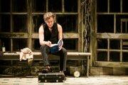 Michail Baryšnikov v monodráme Brodsky/Baryshnikov číta verše Josifa Brodského