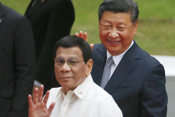 FIlipínsky prezident Rodgrigo Duterte so svojim čínskym kolegom Xi Ťin-pchingom.