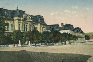 Východoslovenské múzeum v Košiciach, miesto dočasného uloženia poškodenej sochy honvéda.