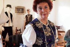 Takto vyzerá izba ľudových tradícií a ukážka kroja v bývalej pajte v obci Beluj.