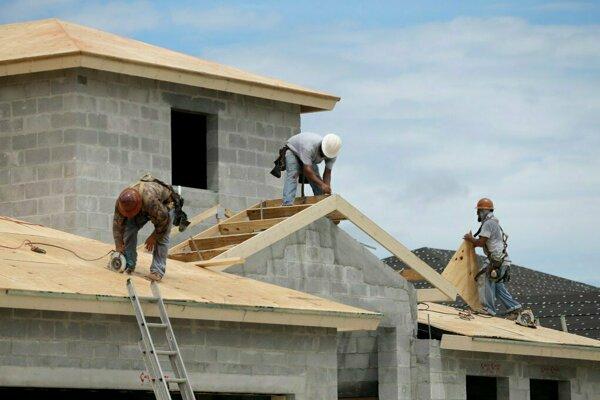 Ku koncu roka 2018 bolo na území kraja rozostavaných 8272 bytov, z toho 81,1 % v rodinných domoch.