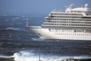 Loď musia pre poruchu motora evakuovať.