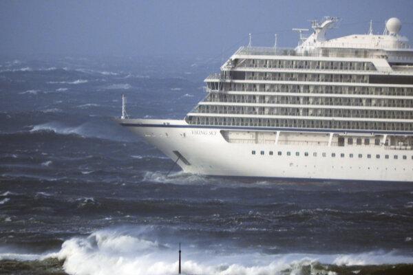 Loď už dorazila do prístavu.