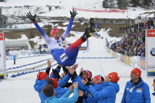 Na snímke slovenská reprezentantka Anastasia Kuzminová v cieli pretekov s hromadným štartom žien na 12,5 km v 9. kole Svetového pohára v biatlone žien v nórskom Holmenkollene v nedeľu 24. marca 2019.