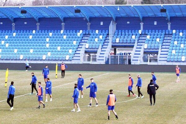 Futbalisti FC Nitra sa pripravujú na zápas s Trenčínom. Naďalej pod vedením Michala Kuruca. Súpera povedie prvýkrát nový tréner Matthias Kohler z Nemecka.