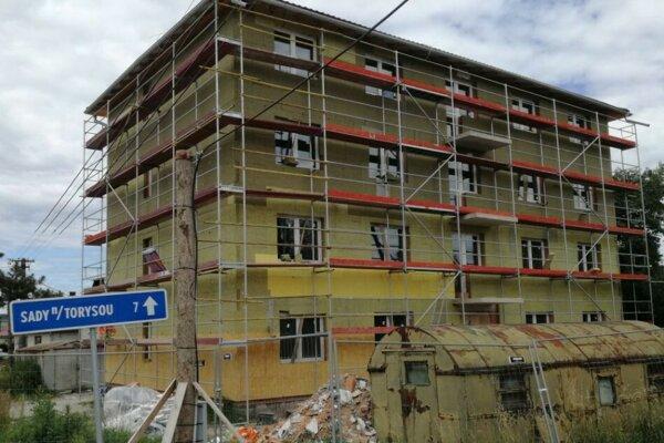 Výstavba nového bytového domu sa začala v závere roka 2017.