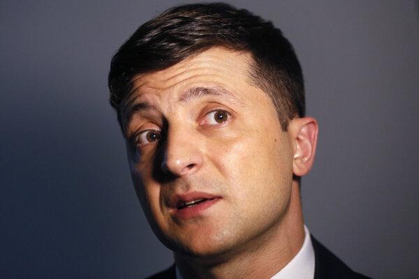 Volodymyr Zelenskyj (41) je herec, komik, producent a manažér. V predvolebných prieskumoch na Ukrajine vedie.