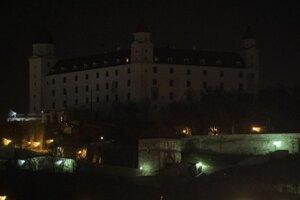 Bratislavský hrad počas Hodiny Zeme v roku 2018.