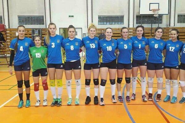 Za ženský tím hrá veľa mladých hráčok.