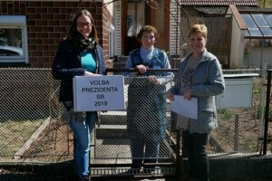 Volebná komisia v Jakubovanoch prišla s urnou ku pani Mária Zuzaniaková