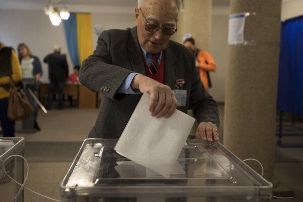 Prehreškom bolo aj nerešpektovanie pravidla, že hlasovanie je tajné, a fotografovanie hlasovacích lístkov.