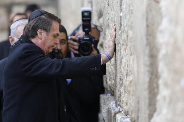 Brazílsky prezident Jair Bolsonaro pri Múre nárekov.