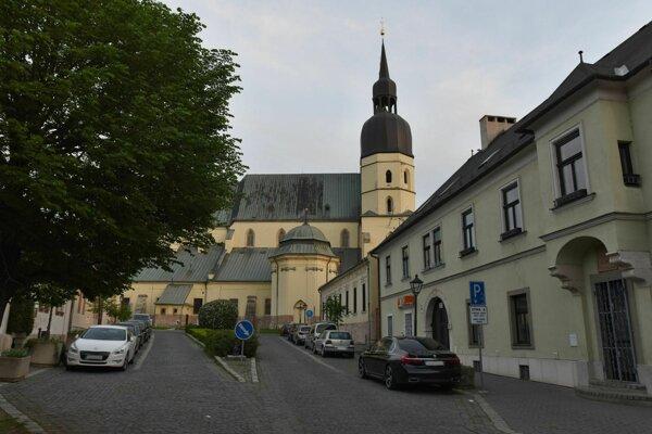 Turisti môžu navštíviť tri kostoly v centre Trnavy.