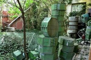 Na dvore, na ktorom sa po otvorení Úsmevu kopili obaly zo starých filmových kotúčov, nájdu svoje miesto úle.