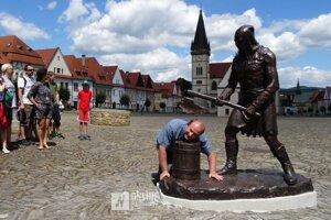 Socha kata patrí k najobľúbenejším bardejovským atrakciám.