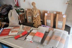 Ľanové vrecká na chlieb z Manufolktúry získali značku Regionálny produkt Novohrad.