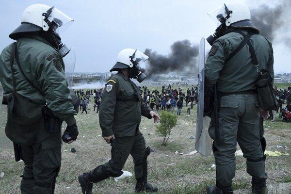 Protestujúci migranti opustili provizórny tábor.