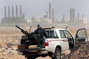Líbya nemá stabilnú vládu ani armádu.