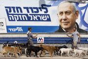 Úradujúci premiér Benjamin Netanjahu na billboarde predvolebnej kampane.