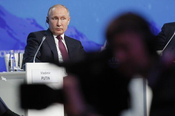 Putin na Medzinárodnom arktickom fóre v Petrohrade.