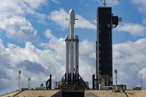 Raketa Falcon Heavy pre silný vietor neodletela.