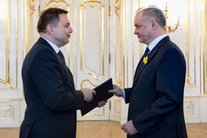 Prezident Kiska prijíma demisiu ministra financií Petra kažimíra (Smer).