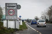 Bridge End, Írsko. Hranica medzi mestami Bridge End v Írsku a mestom Coshquin v Severnom Írsku.