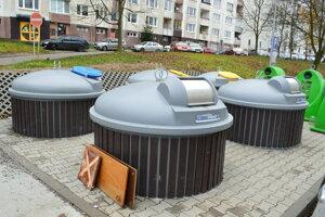 Polopodzemné kontajnery šetria zberné miesto a súčasne zvyšujú estetický vzhľad a čistotu v danej lokalite.